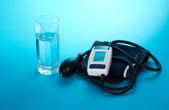 Συσκευή για τη μέτρηση της πίεσης και του γυαλιού με Στοκ Φωτογραφία
