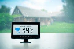 Συσκευή καιρικών σταθμών με τις καιρικές συνθήκες στοκ εικόνα με δικαίωμα ελεύθερης χρήσης