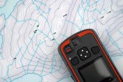 Συσκευή SOS πέρα από έναν χάρτη topo Στοκ εικόνα με δικαίωμα ελεύθερης χρήσης