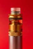 Συσκευή Vaping, rebuildable ψεκαστήρας με το ε-υγρό ή ε-χυμός της γλυκερίνης Στοκ Φωτογραφία