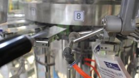 Συσκευασία και μηχανή ετικετών απόθεμα βίντεο
