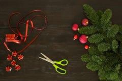 Συσκευασία Χριστουγέννων στον πίνακα Στοκ Φωτογραφίες