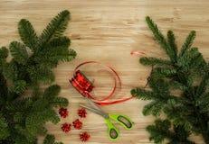 Συσκευασία Χριστουγέννων στον πίνακα Στοκ Εικόνες