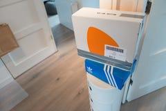 Συσκευασία Zalando έτοιμη να στείλει στοκ εικόνες