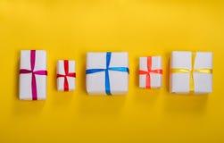 Συσκευασμένα δώρα σε μια σειρά Στοκ Εικόνα