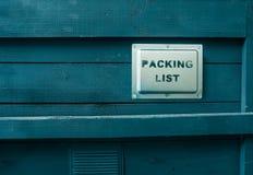 Συσκευασμένος σε ένα ξύλινο γκρίζο φορτίο κιβωτίων Η συσκευασία των αγαθών Κατάλογος συσκευασίας που βάφεται στοκ φωτογραφία με δικαίωμα ελεύθερης χρήσης