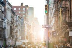 Συσσωρευμένα οδοί και πεζοδρόμια SoHo στην πόλη της Νέας Υόρκης Στοκ Φωτογραφία