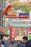 Συσσωρευμένες οδοί αγορών στην πόλη της Κίνας σε Yokohama, Ιαπωνία Στοκ Φωτογραφίες