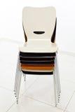 Συσσωρευμένες πλαστικές καρέκλες Στοκ Φωτογραφία