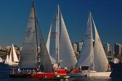 Συσσωρευμένη ημέρα sailboat στις φυλές Στοκ Εικόνες