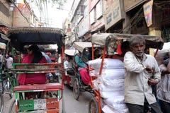 Συσσωρευμένη οδός στο παλαιό Δελχί Στοκ Εικόνες