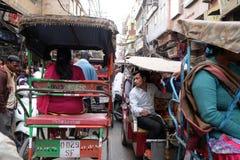 Συσσωρευμένη οδός στο παλαιό Δελχί Στοκ εικόνες με δικαίωμα ελεύθερης χρήσης