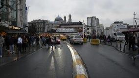 Συσσωρευμένοι άνθρωποι στην οδό στη Ιστανμπούλ, Τουρκία 30 Δεκεμβρίου 2017 απόθεμα βίντεο