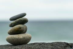 Συσσωρευμένοι βράχοι inuksuk στην παραλία Στοκ φωτογραφία με δικαίωμα ελεύθερης χρήσης