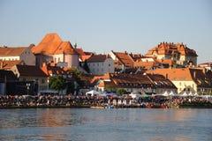 συσσωρευμένος παραχωρήσώντας φεστιβάλ ποταμός αποβαθρών Στοκ φωτογραφίες με δικαίωμα ελεύθερης χρήσης