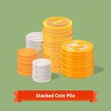Συσσωρευμένος σωρός των νομισμάτων Χρυσός, ασήμι και χαλκός διανυσματική απεικόνιση