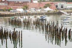 Συσσώρευση και Sailboats στο λιμάνι στοκ εικόνα