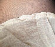 Συστάσεις υφάσματος - γυναικείες κάλτσες και φούστα Στοκ φωτογραφία με δικαίωμα ελεύθερης χρήσης