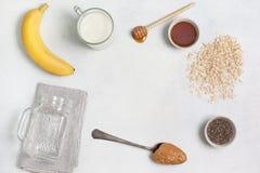 Συστατικά για ολονύκτιο oatmeal Στοκ φωτογραφία με δικαίωμα ελεύθερης χρήσης