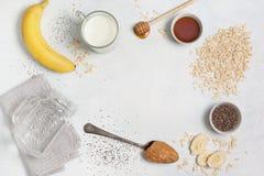 Συστατικά για ολονύκτιο oatmeal Στοκ Φωτογραφία