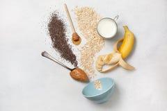 Συστατικά για ολονύκτιο oatmeal Στοκ Εικόνες