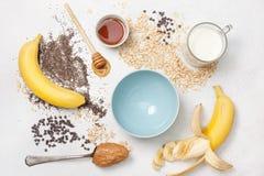 Συστατικά για ολονύκτιο oatmeal Στοκ φωτογραφίες με δικαίωμα ελεύθερης χρήσης