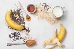 Συστατικά για ολονύκτιο oatmeal Στοκ εικόνες με δικαίωμα ελεύθερης χρήσης