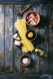 Συστατικά για τα ζυμαρικά Carbonara Στοκ Εικόνες
