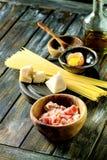Συστατικά για τα ζυμαρικά Carbonara Στοκ εικόνες με δικαίωμα ελεύθερης χρήσης