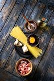 Συστατικά για τα ζυμαρικά Carbonara Στοκ φωτογραφίες με δικαίωμα ελεύθερης χρήσης