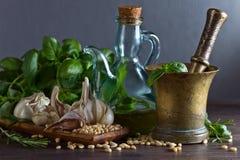 Συστατικά για την παραγωγή του pesto Στοκ εικόνες με δικαίωμα ελεύθερης χρήσης