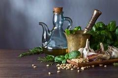 Συστατικά για την παραγωγή του pesto Στοκ φωτογραφία με δικαίωμα ελεύθερης χρήσης