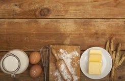 Συστατικά για την προετοιμασία των προϊόντων αρτοποιίας Στοκ Φωτογραφία