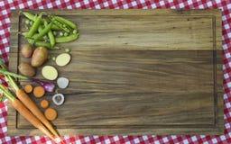 Συστατικά για τη θερινή σούπα Στοκ φωτογραφία με δικαίωμα ελεύθερης χρήσης
