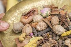 Συστατικά για το ασιατικό καρύκευμα Ras EL Hanout στοκ εικόνες