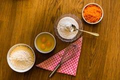 Συστατικά για το κέικ καρότων στοκ φωτογραφίες