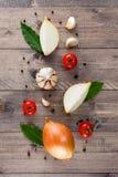 Συστατικά για το μαγείρεμα στον καφετή ξύλινο πίνακα Στοκ Φωτογραφίες
