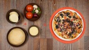 Συστατικά για το μαγείρεμα της εύγευστης πίτσας μανιταριών Στοκ φωτογραφίες με δικαίωμα ελεύθερης χρήσης