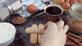 Συστατικά για το μαγείρεμα του κέικ Tiramisu απόθεμα βίντεο
