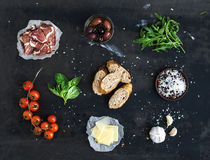 Συστατικά για το σάντουιτς με το καπνισμένο κρέας Στοκ Εικόνες