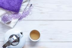 Συστατικά για aromatherapy και τη SPA, το αρωματικές άλας θάλασσας και τις πετσέτες, κινεζικό τσάι Φυσικά καλλυντικά, εξάρτηση SP στοκ εικόνες