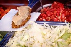Συστατικά για burger - σαλάτα λάχανων, ντομάτες, cutlets, σάλτσα Στοκ εικόνα με δικαίωμα ελεύθερης χρήσης