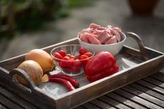 Συστατικά για goulash μόσχων, ακατέργαστο κρέας Στοκ εικόνα με δικαίωμα ελεύθερης χρήσης