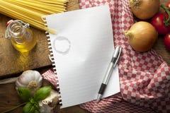 Συστατικά: Ιταλικά τρόφιμα Στοκ εικόνα με δικαίωμα ελεύθερης χρήσης
