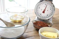Συστατικά κέικ σοκολάτας έτοιμα να αναμιχθούν στοκ εικόνες με δικαίωμα ελεύθερης χρήσης