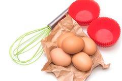 Συστατικά και εργαλεία για να κάνει ένα κέικ Στοκ Εικόνες