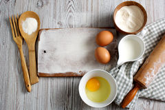 Συστατικά και εργαλεία κουζινών Στοκ φωτογραφία με δικαίωμα ελεύθερης χρήσης