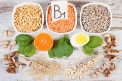 Συστατικά που περιέχουν τη βιταμίνη B1 και την ίνα, υγιής διατροφή στοκ φωτογραφία