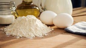 Συστατικά τηγανιτών Ζάχαρη πετρελαίου αλευριού αυγών γάλακτος Στοκ φωτογραφία με δικαίωμα ελεύθερης χρήσης