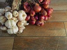 Συστατικά των ταϊλανδικών τροφίμων, του σκόρδου και των κόκκινων κρεμμυδιών Στοκ εικόνα με δικαίωμα ελεύθερης χρήσης